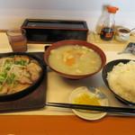 馬鹿盛ぽんぽこ - 暫く待つ注文した豚バラのバカ旨煮定食800円の出来あがり、これでもご飯は普通盛りです。