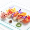 ラパン アジル - 料理写真:昆布塩と共に軽く炙ったカンパチと柑橘類のマリネ