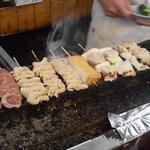 かとりや - 他のお客の串焼きがイロイロと並び始めました