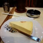 アロマ 珈琲 - 料理写真:チーズケーキ。