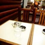 アロマ 珈琲 - 内観写真:すみっこの客席。