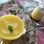世界のガラス館 喫茶コーナー チーレン - 料理写真:高級プリン&ゼリー