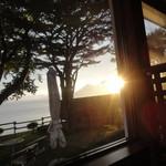 54383070 - 夕暮れの支笏湖を眺めながらの夕食です。