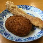 岡製麺所 - コロッケ、ちくわ天 各80円
