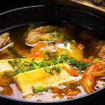 笑家 - 牛すじと豆富のキムチ鍋