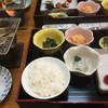 ホテル高砂 - 料理写真:朝食は一人ずつ 左はちっこい干物 炙ります♫