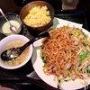 大陸食堂 - 料理写真:上海焼きそば+半炒飯
