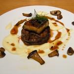ザ サクラ ダイニング トウキョウ - 牛フィレ肉のロッシーニ風 ~牛フィレとフォアグラのステーキのトリュフソース~