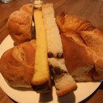 シャトードール - ランチのパンは食べ放題らしい?