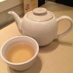 ニャー・ヴェトナム - ジャスミン茶?!