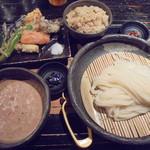 山元麺蔵 - 胡麻とナッツのざるうどん野菜天ぷら1140円と炊き込みご飯350円