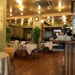 料麺館 - 大衆中華店に趣をプラスした雰囲気!