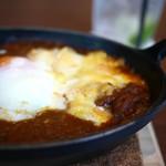 GLOU GLOU REEFUR - トロトロのラクレットチーズと半熟卵のトッピング