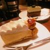 自家焙煎珈琲工房 カフェ バーンホーフ - 料理写真:ケーキ2種16.7