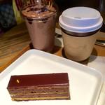 リンツ ショコラ カフェ - オペラ アイス&ホットチョコレートドリンク