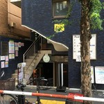 54497483 - 画像①  この雑居ビルの奥に店はあります('16/08/06)