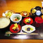御料理 大嵓埜 - 【北新地でランチ】 日替わり膳 \1000