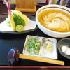 情熱うどん讃州 - 料理写真:平子イワシの燻製で取った渾身のひやかけうどん+鱧と大葉の天ぷら