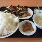 中国料理 東昇餃子楼 - 日替B定食 ホイコーロー700円