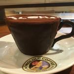 ホノルルコーヒー - コーヒーカップティラミス 横から