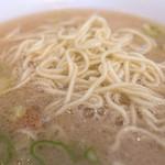 なおちゃんラーメン - 「替え玉」(100円)。タプタプのスープは替え玉で真価を発揮♪