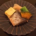 由庵 矢もり - ②鰊と出汁巻玉子と蒟蒻とオクラと南京の酢浸しの炊き合わせ