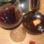 もつ鍋 一藤 - 明太子と赤ワインが合うと連れの連れが言ったから試しました。感想は。。。まぁ、、有りで