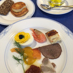 レストラン ストックホルム - スモーガスボードランチ(¥3,000) 冷菜各種、パン