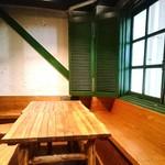 シャンウェイ - 中華料理屋さんっぽくない店内