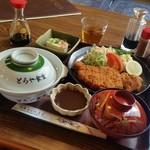 とらや食堂 - 料理写真:かなりボリューミーな「味噌カツ定食 (950円)」♪