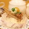 極楽とんぼ - ドリンク写真:旬のフルーツを使い手作りしたケーキ