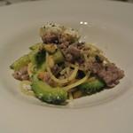 リストランテ テルツィーナ - 料理写真:古平産三元豚のサルシッチャとゴーヤのアーリオオーリオ スパゲッティ