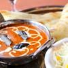 ロイヤルタンドール - 料理写真:焼き立てモチモチのナンとカレーをお召し上がり下さい