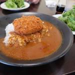 海鮮バル うおのすけ - 料理写真:特製カレー 780円   本日はコロッケ載せカレー