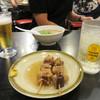 長浜ラーメン 風び - 料理写真:角ハイとおでんのスジ串、友人はミニラーメンです。 ミニラーメンをメニューに置いてある店は少ないので、こちらはちょっと食べたい時にイイですね。