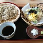 山河 - ざる蕎麦と天ぷら盛り合わせ