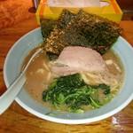 54610362 - 「武蔵家 大井町店」平成28年8月8日(日)再訪問                       スープの量が前回訪問時より多いというより、戻った感じですね。