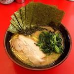 濃厚家 - ラーメン690円麺硬め。海苔増し100円。