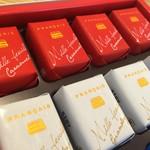 横浜フランセ - 同店を代表する銘菓、ミルフィユ。キャラメル、ジャンドューヤ、ショコラの3種入りです。