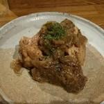 スジャータ - ビステイクチキンという鶏煮込みです