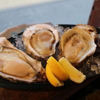 生牡蠣!殻付き生牡蠣の食べ比べ!