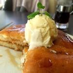 代官山パンケーキカフェClover's - パンケーキ♡トッピングでバニラアイスを追加♡