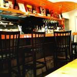 JON PAN - 麺バーにふさわしいオシャレな店内。