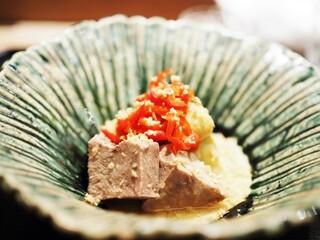 虎白 - 牛タン すりごまと柚子のソース