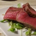 肉山 福岡 - ◆カメノコ・・レア感の残る焼き上がりで「柚子胡椒」を付けていただきます。お味は普通。 かなり噛みごたえがありますね。噛み切れなくて、食べずらいかと。 これは薄切りにして頂く方が美味しいような。