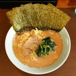 54687332 - ラーメン700円麺硬め。海苔増し100円。