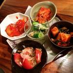 焼肉トラジ - キムチ5種盛