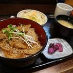 居酒屋 道 - 通常は豚丼定食760円、この日は「日替わり定食」で720円。
