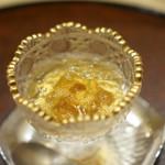 井雪 - 雲丹に鯛出汁のジュレ、下には卵黄
