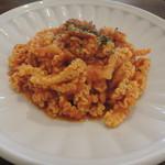 淡路町カフェ カプチェットロッソ - ランチのツナと玉葱のトマトクリームパスタ